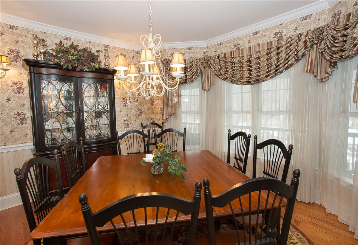 luxurious lifestyle in Cortlandt Manor mansions