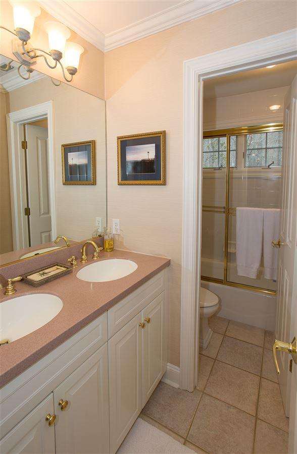 luxurious lifestyle in Cortlandt Manor luxury homes