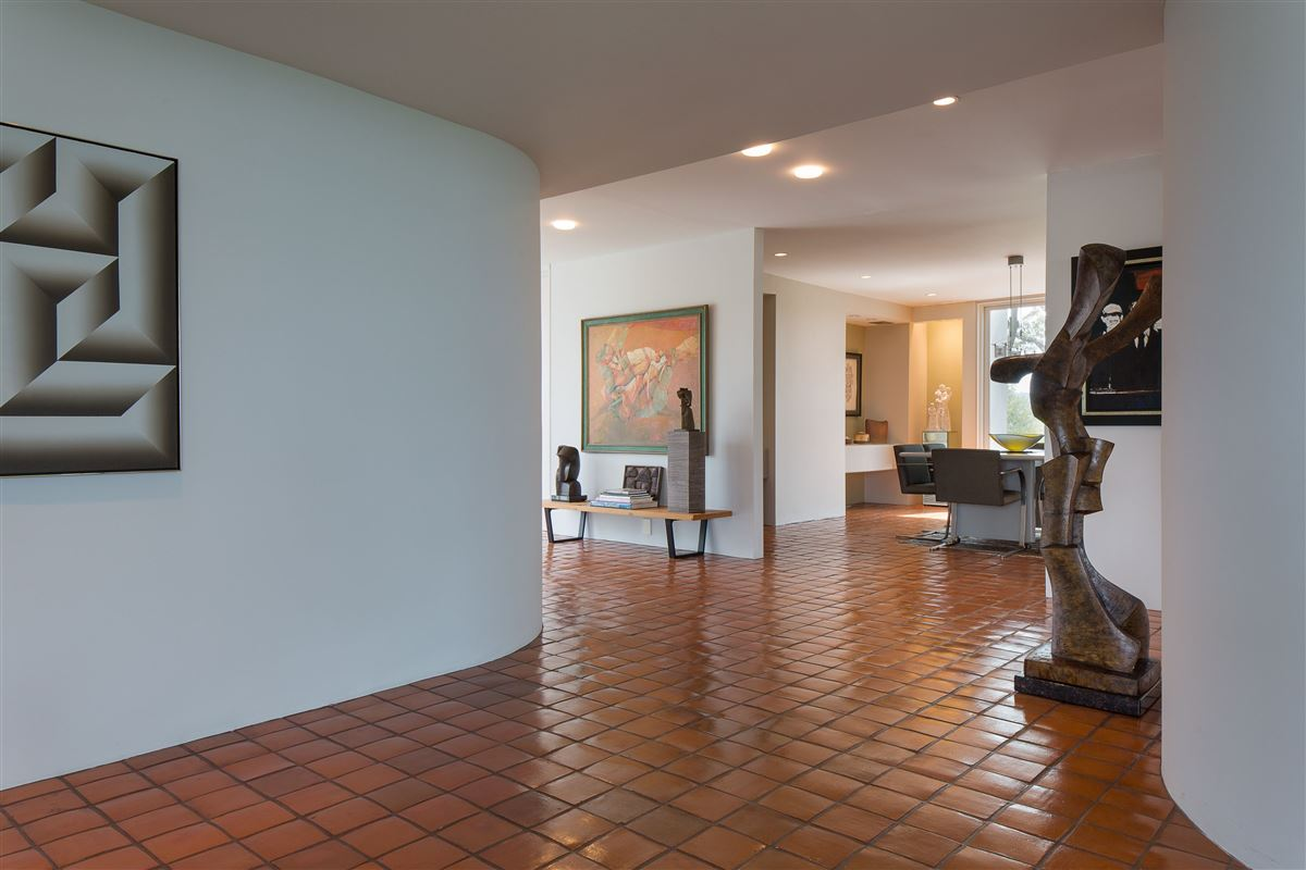 Luxury homes modern architectural masterpiece on 25 acres