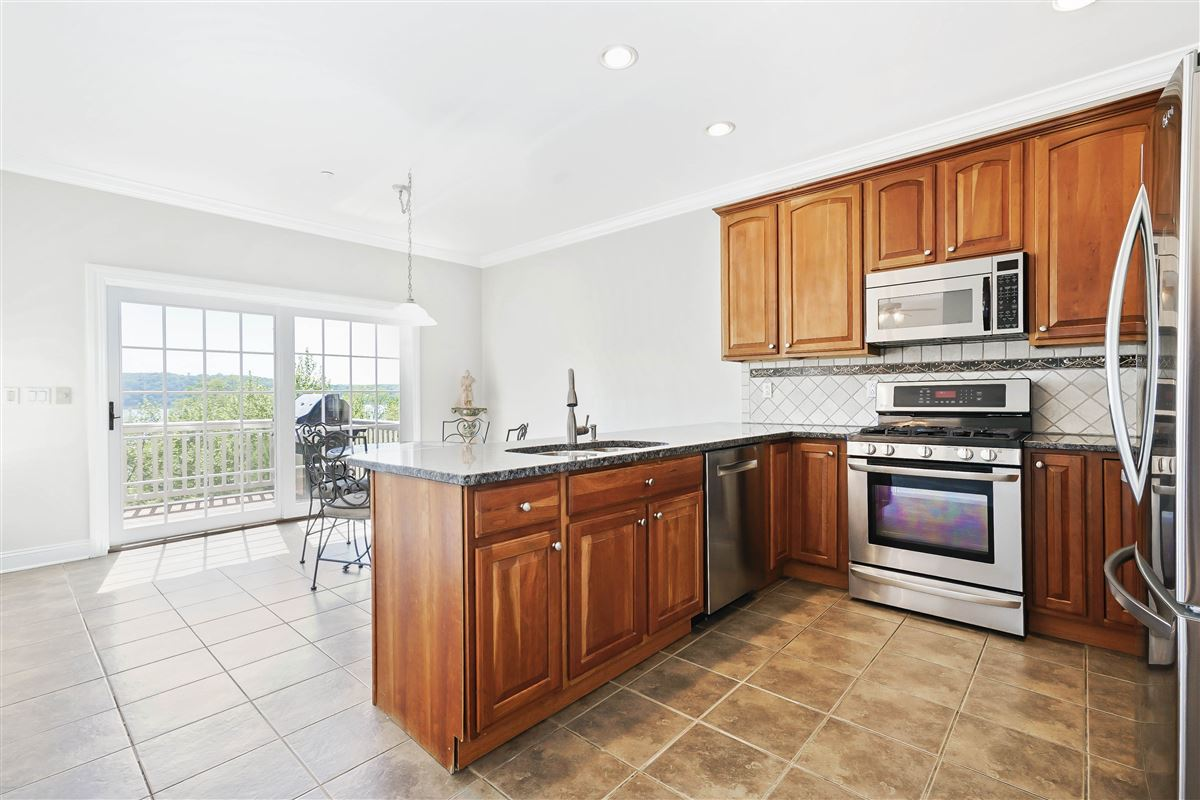 Luxury homes in a riverfront unit at The Landing in Dobbs Ferry