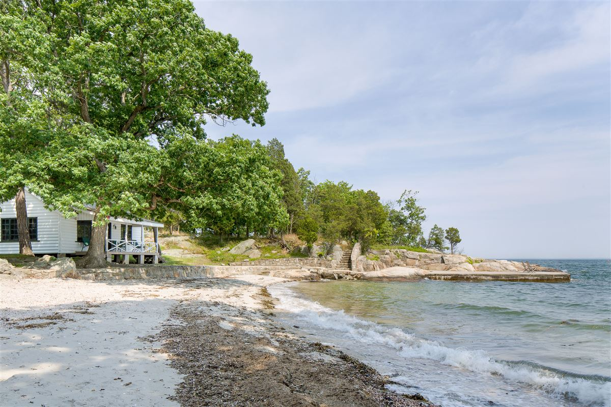GREAT ISLAND mansions