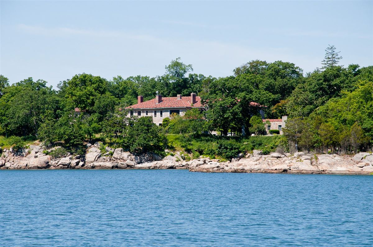 Luxury real estate GREAT ISLAND