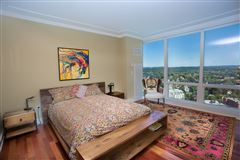 Luxury homes in luxurious ritz carlton residences