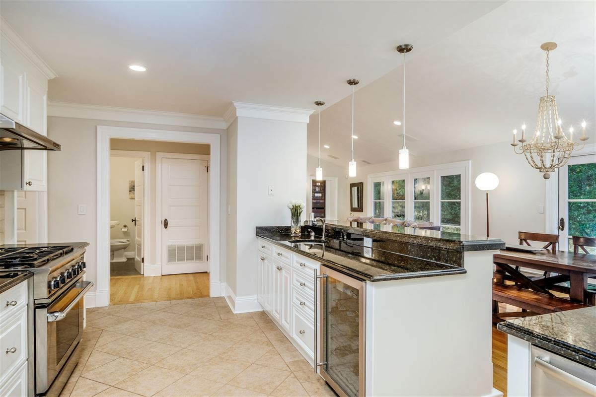 Luxury real estate Recently updated colonial in scarsdale