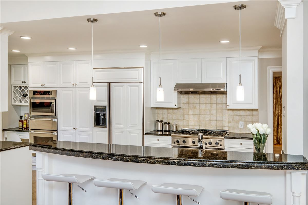 Luxury properties Recently updated colonial in scarsdale