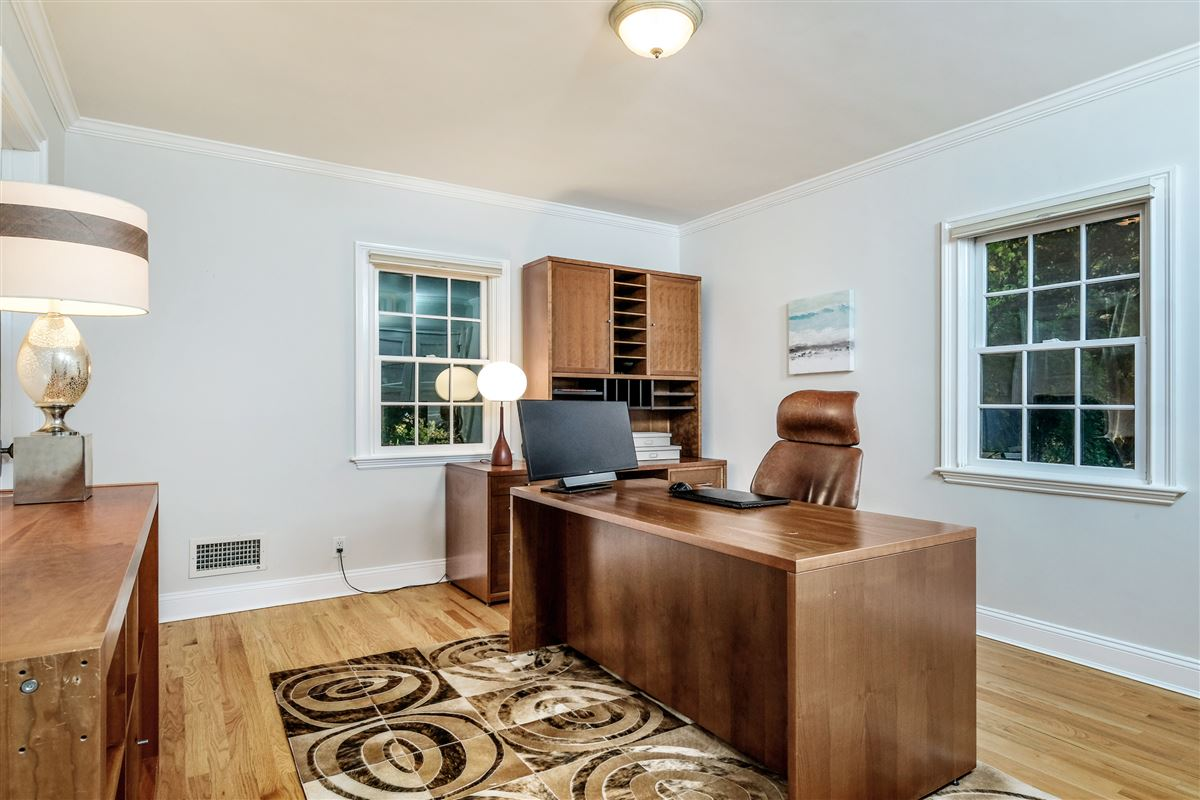 Mansions in Recently updated colonial in scarsdale