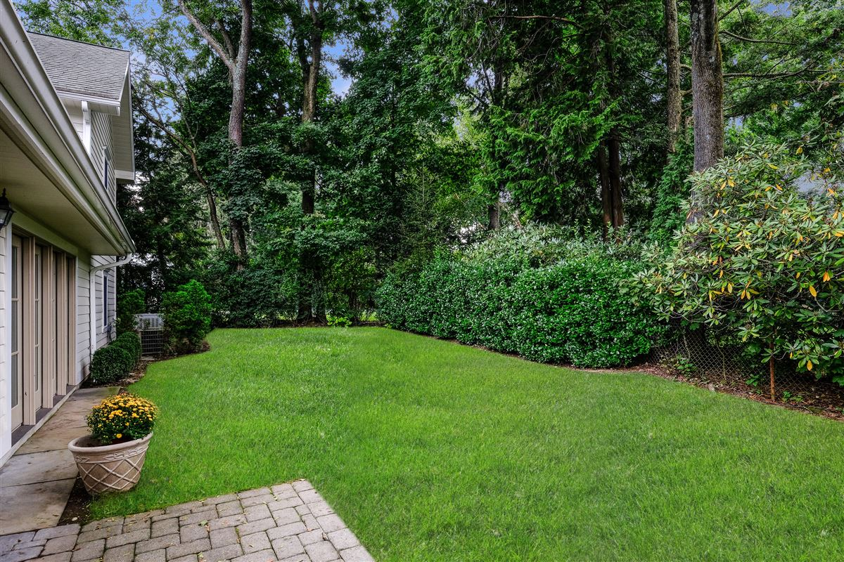 Mansions Recently updated colonial in scarsdale