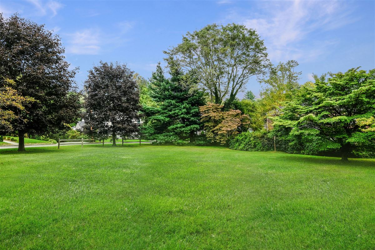 Luxury homes in Recently updated colonial in scarsdale