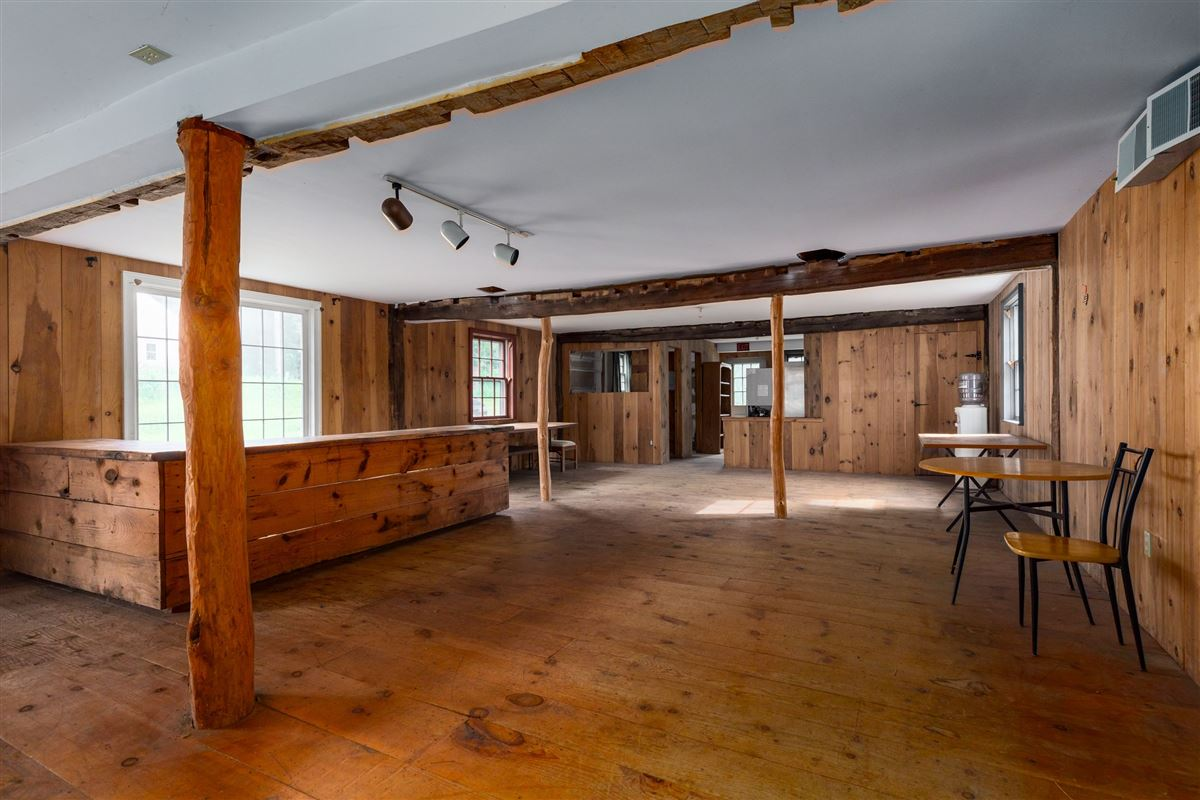 Luxury homes 1806 Vintage post and beam property