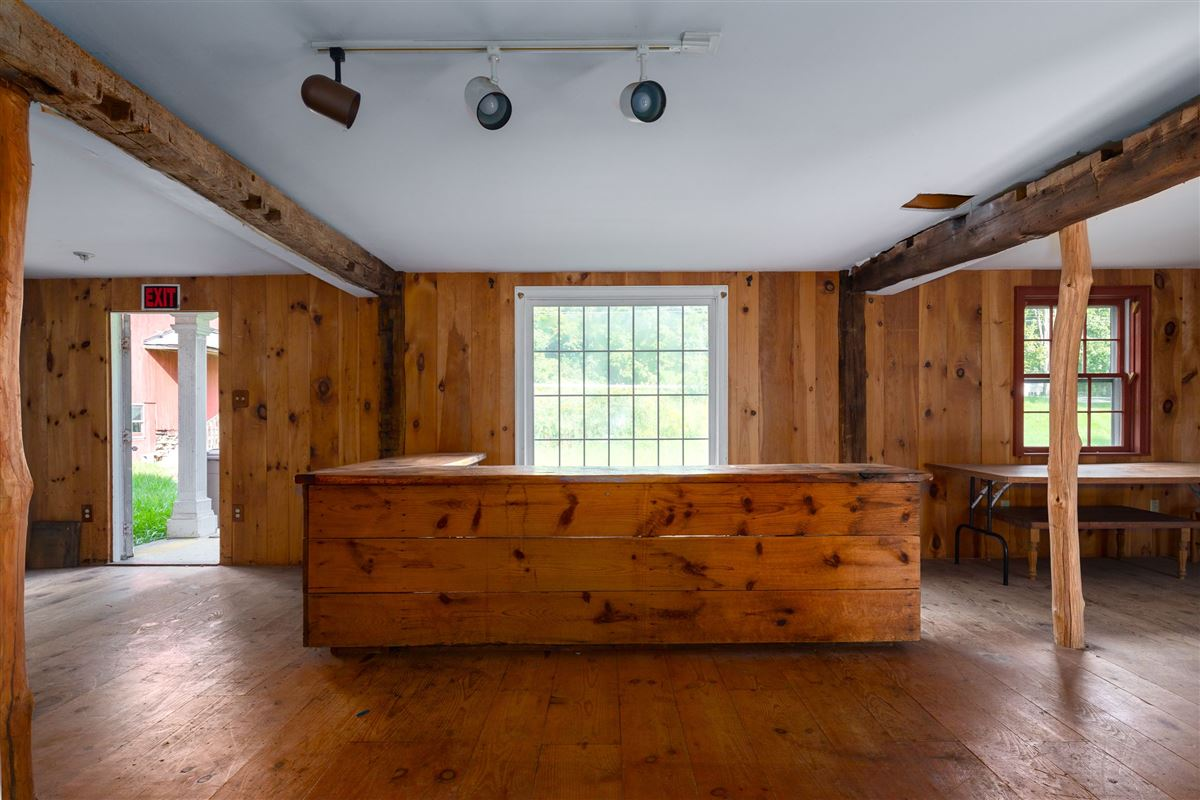1806 Vintage post and beam property luxury homes
