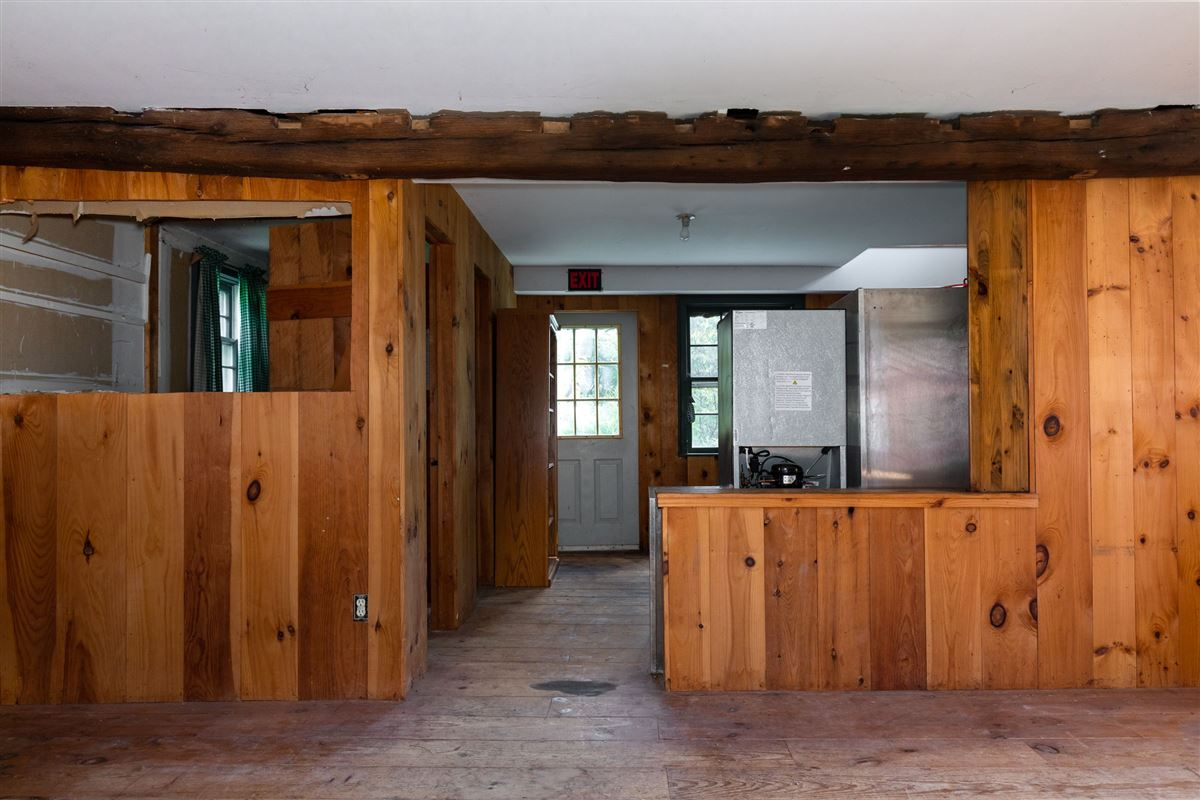 Luxury real estate 1806 Vintage post and beam property