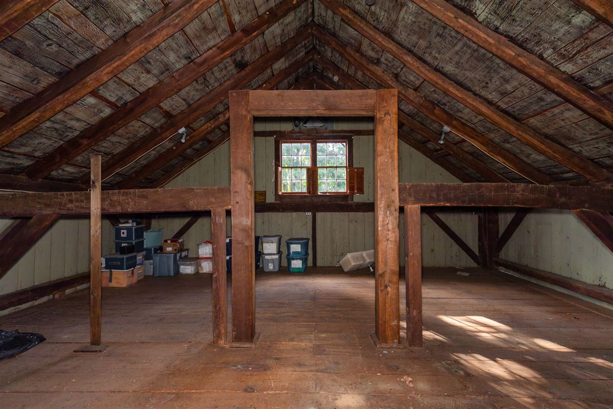 Luxury homes in 1806 Vintage post and beam property