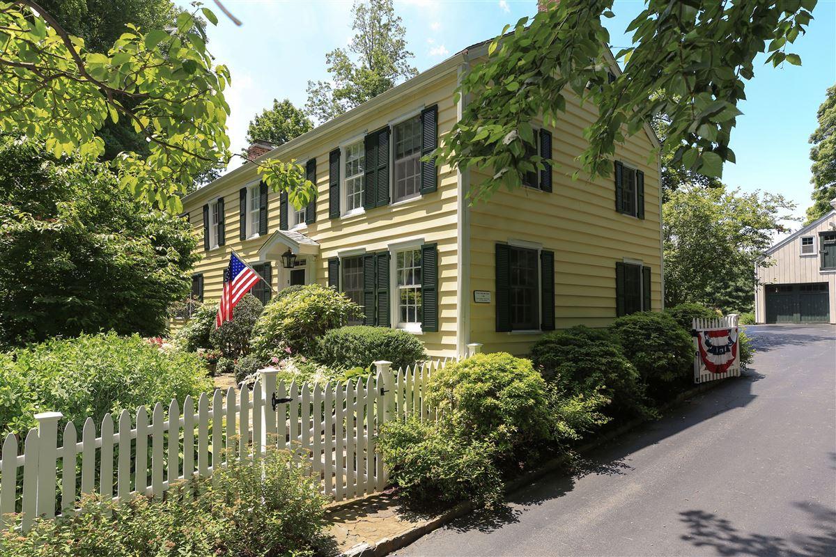 Luxury homes in Stony Hollow Farm