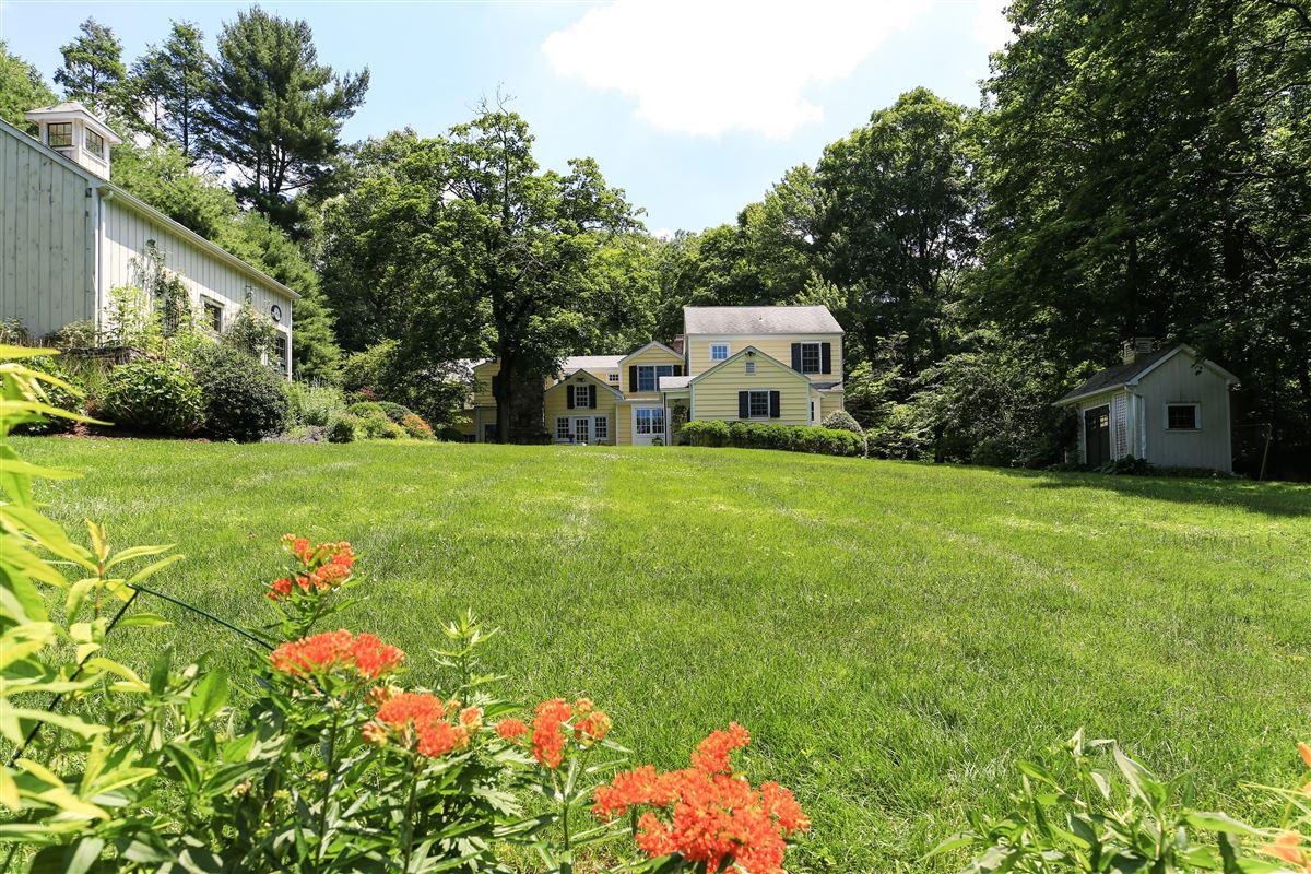 Luxury real estate Stony Hollow Farm