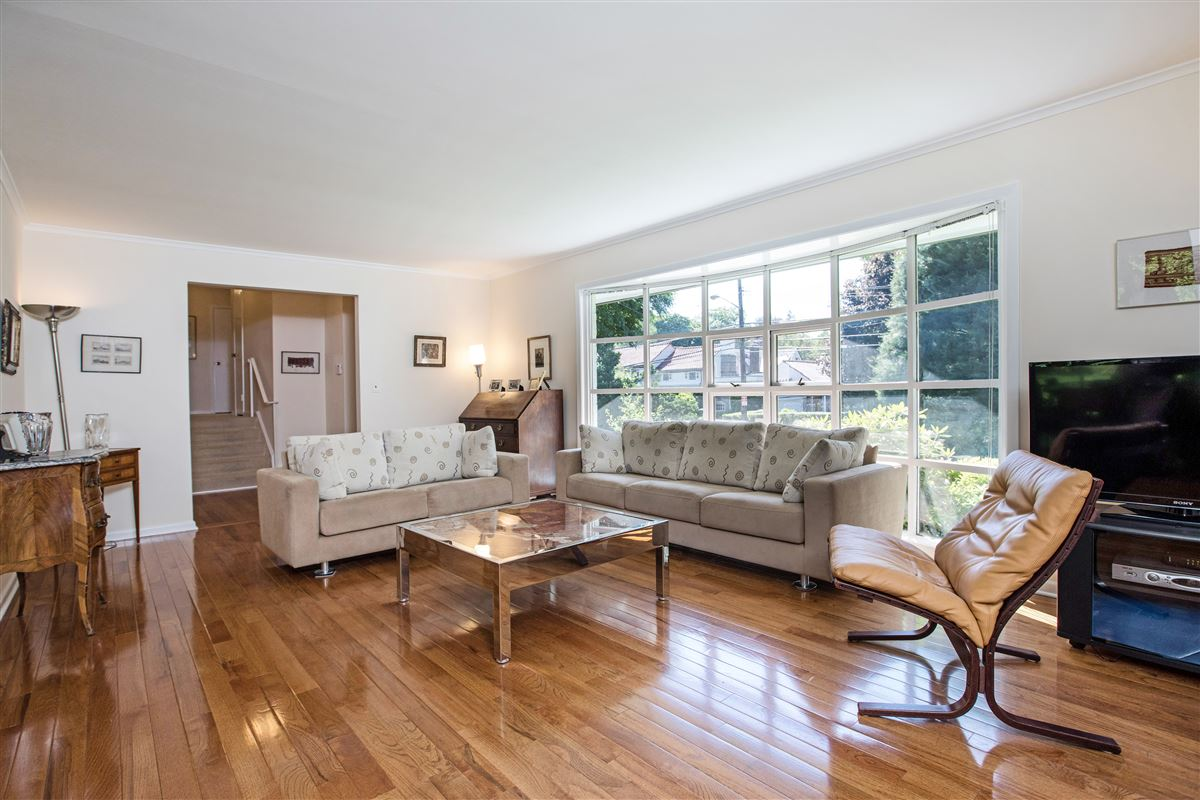 Luxury homes A unique opportunity in scarsdale