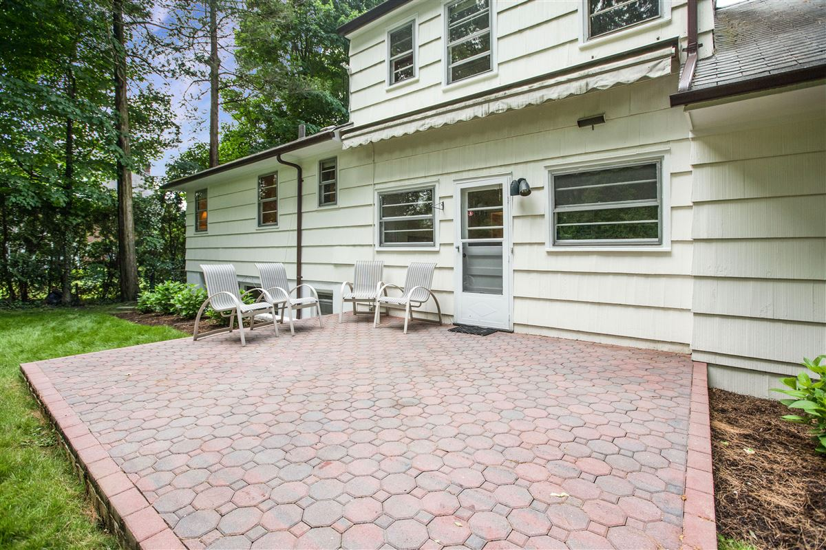 A unique opportunity in scarsdale mansions