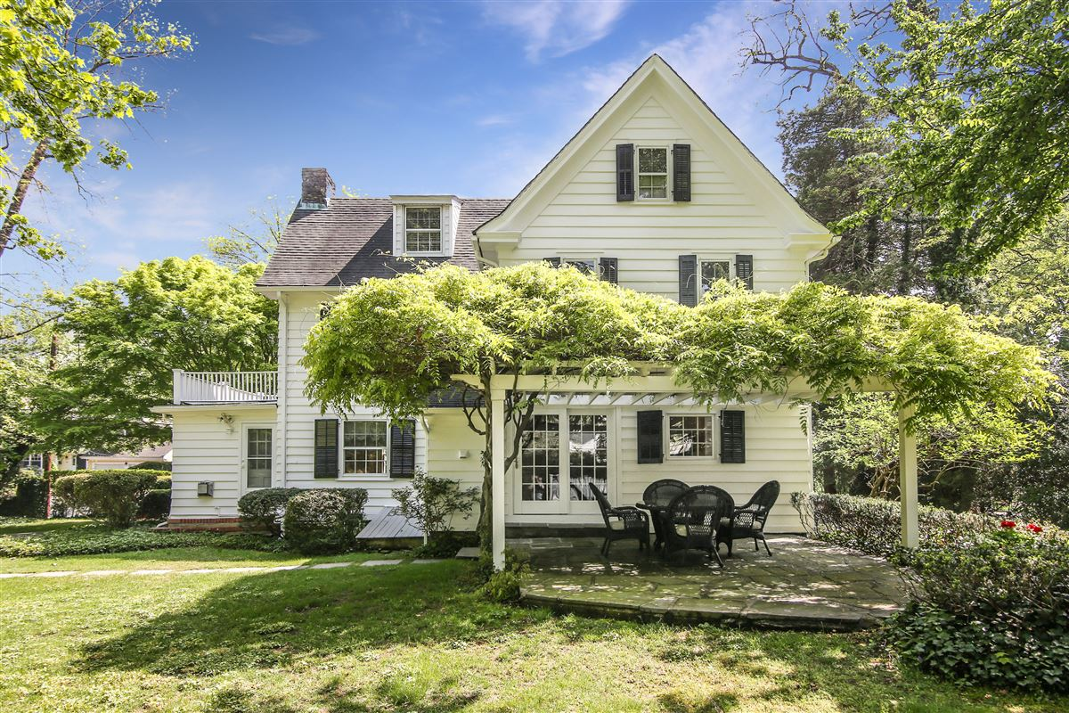 Luxury real estate Quintessential center-hall Colonial