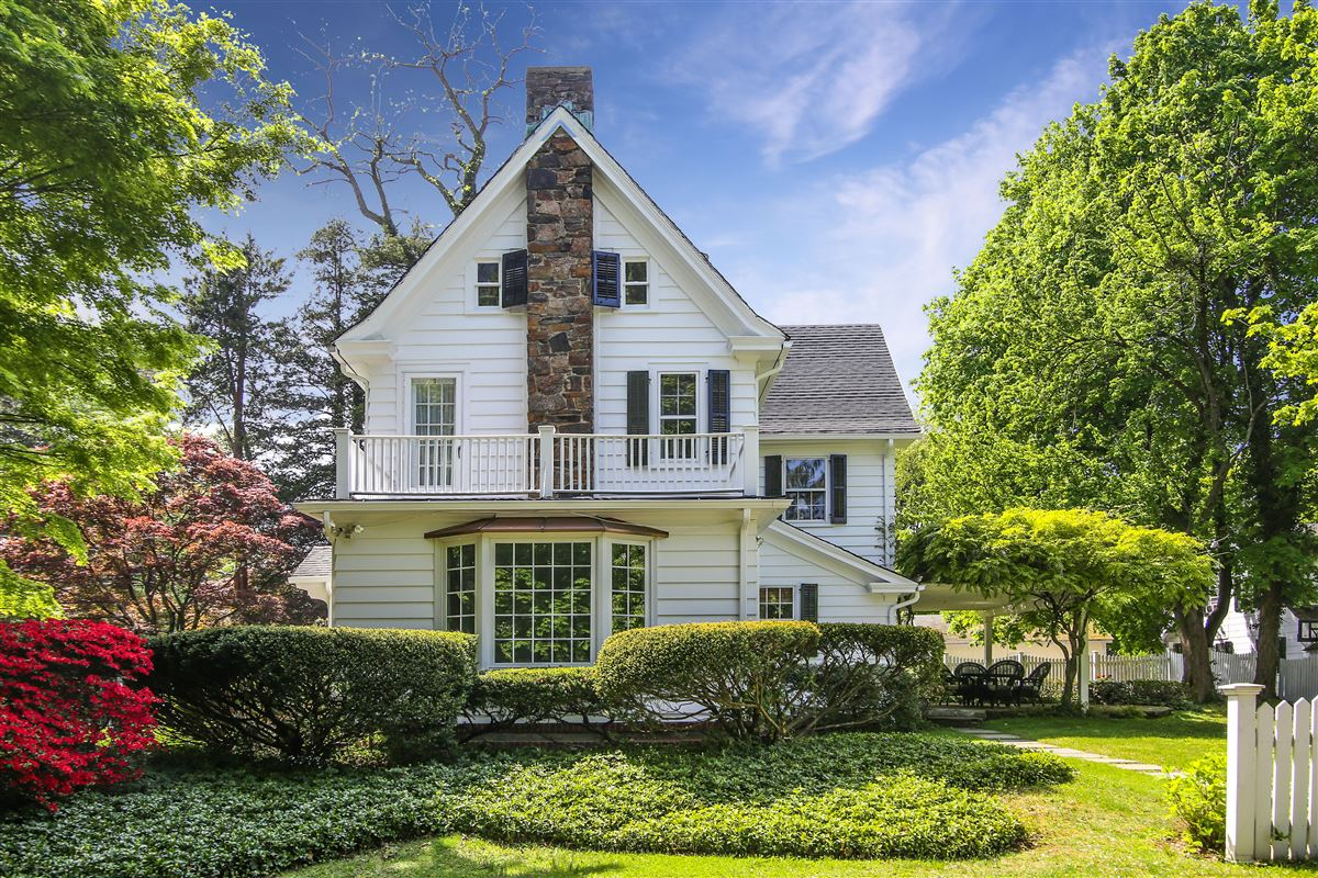 Luxury properties Quintessential center-hall Colonial