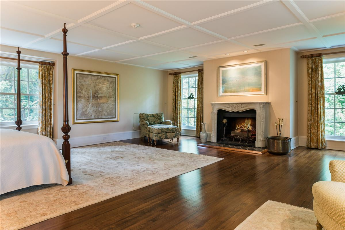 meticulously restored and updated shingle country house luxury homes