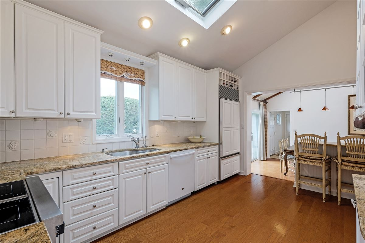 Luxury real estate delightful home in the Pine Ridge Section of Rye Brook