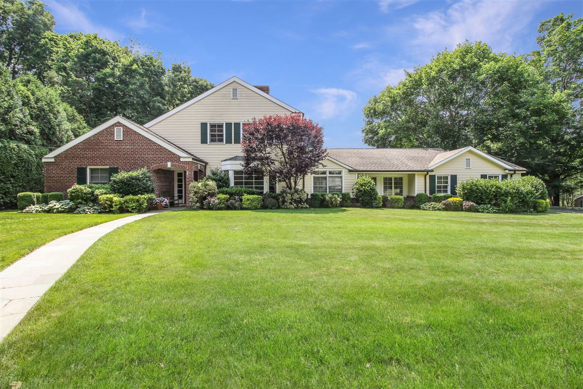Luxury properties delightful home in the Pine Ridge Section of Rye Brook