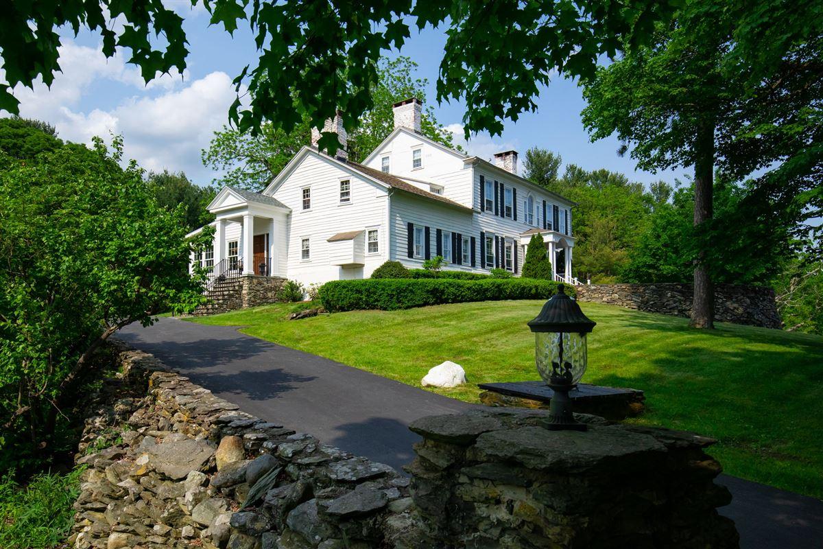 Luxury homes stately 1810 Georgian Colonial-style farmhouse