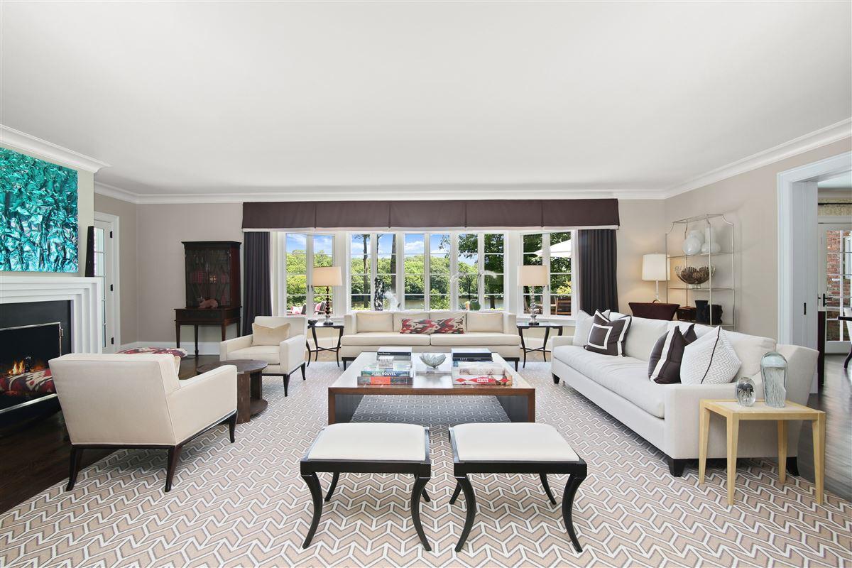 Luxury real estate breathtaking Topping Lake estate