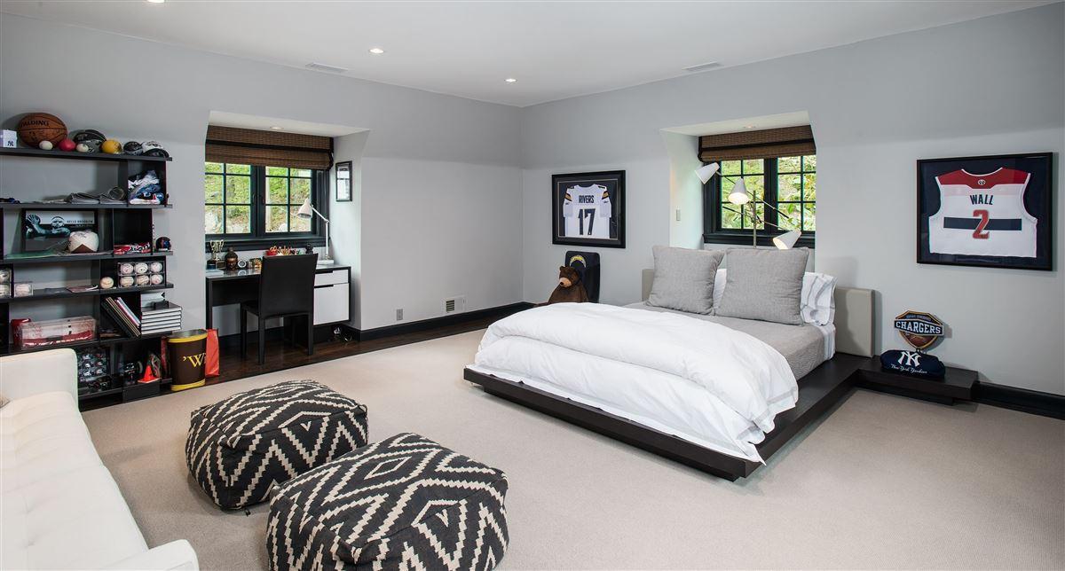Luxury properties breathtaking Topping Lake estate