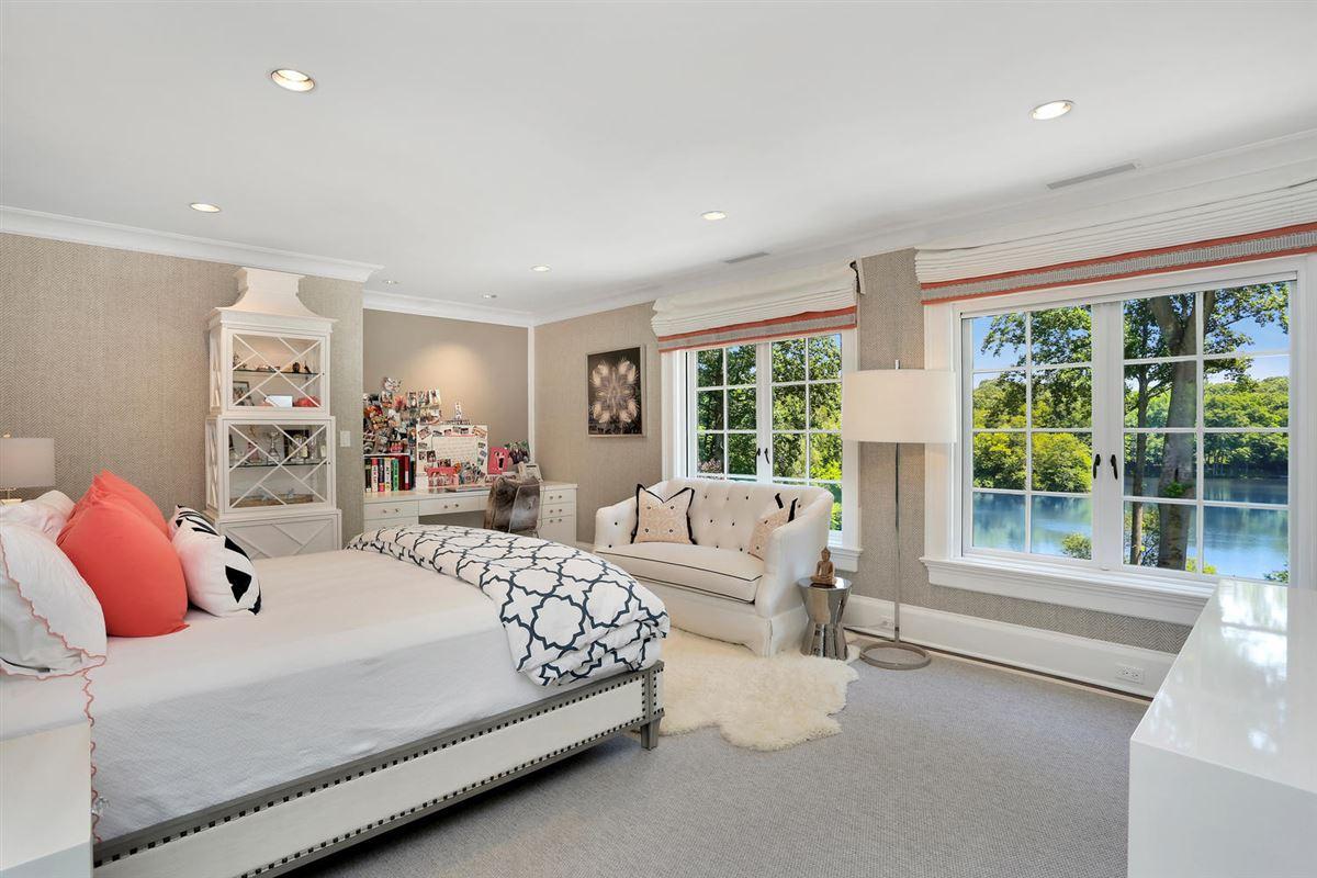 Luxury homes breathtaking Topping Lake estate