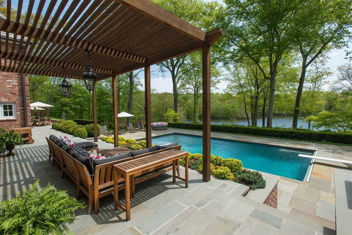 Mansions breathtaking Topping Lake estate