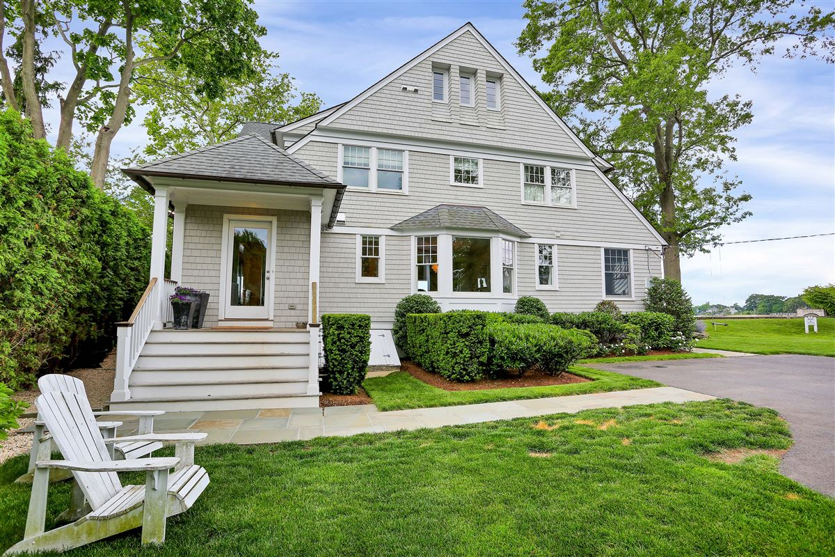 Mansions updated five-bedroom waterfront home