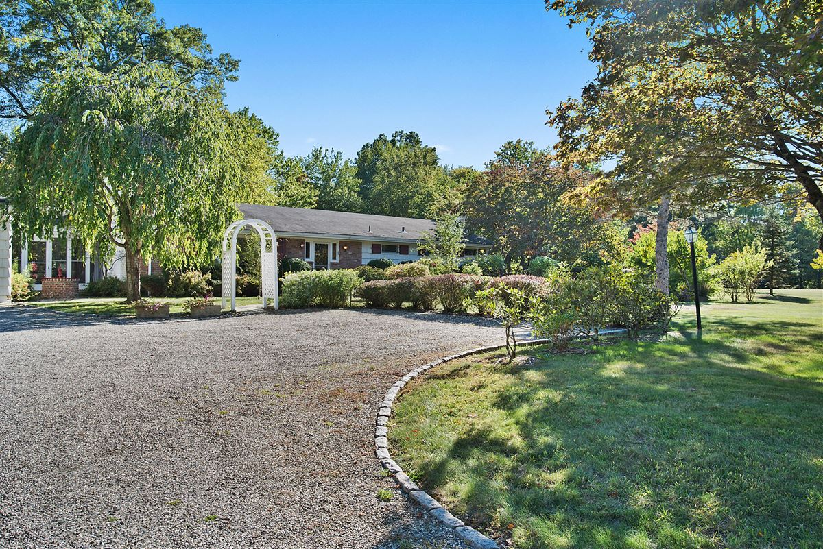 Luxury homes in Cloverly Farm - magnificent 65 acre property