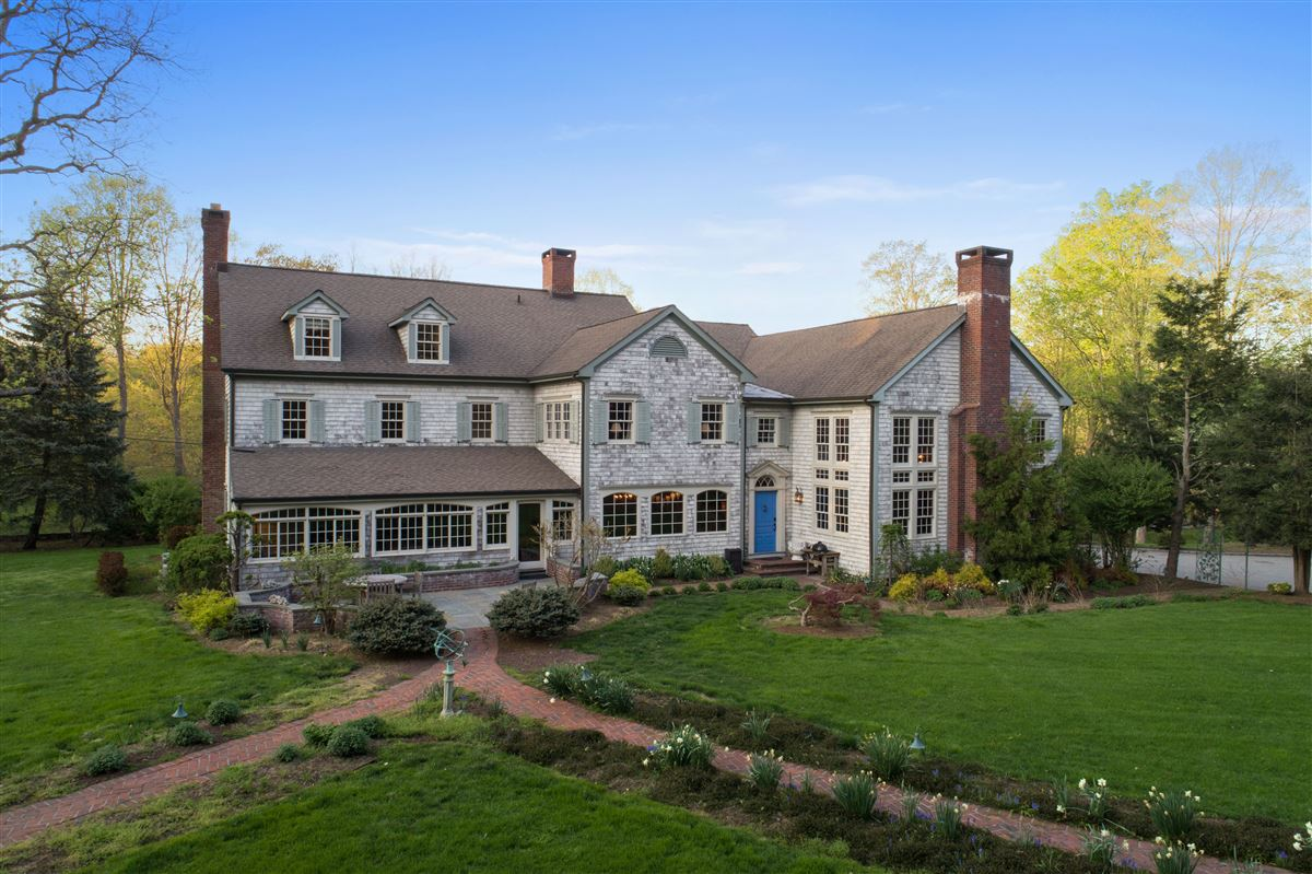 Mansions in Bedford Estate Compound on five private acres
