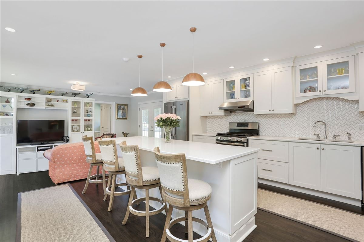 exquisite two-acre estate luxury properties