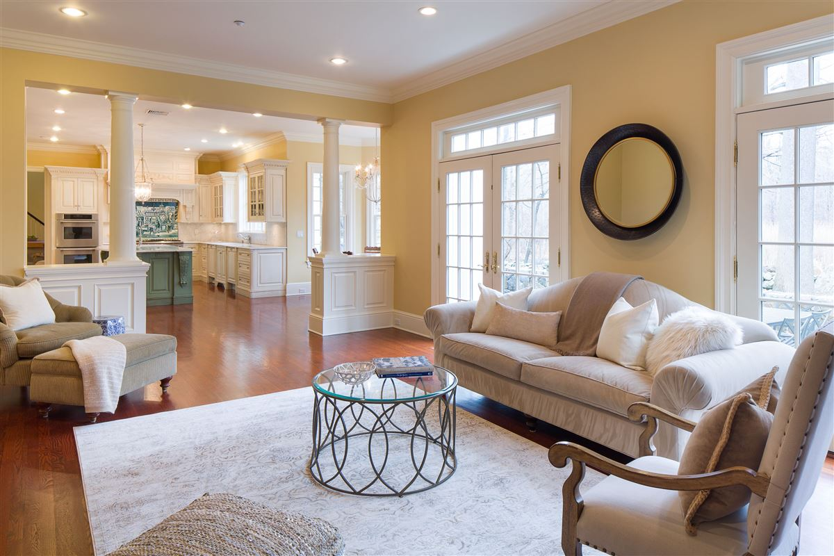 Luxury real estate a Classic Shingle-Style Colonial in Purchase Estates