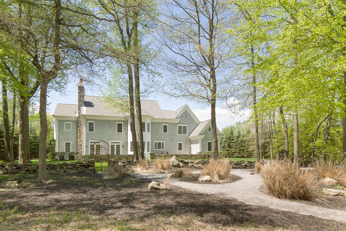 a Classic Shingle-Style Colonial in Purchase Estates  luxury homes