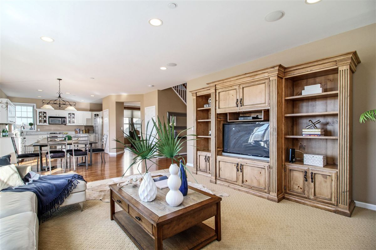 Warm and inviting custom colonial in Bellefair luxury real estate