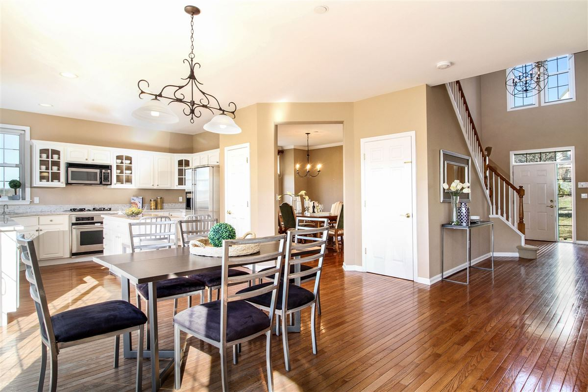 Warm and inviting custom colonial in Bellefair mansions
