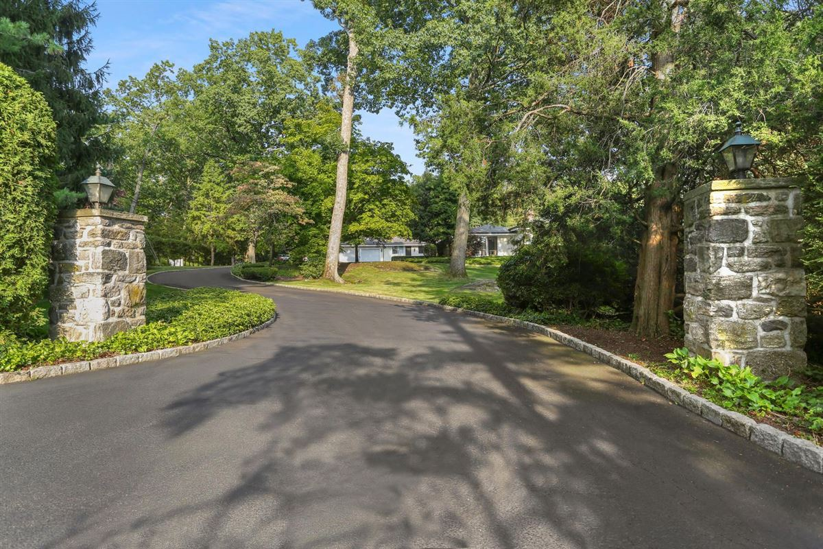 Luxury homes Lakefront in private Indian Harbor Association