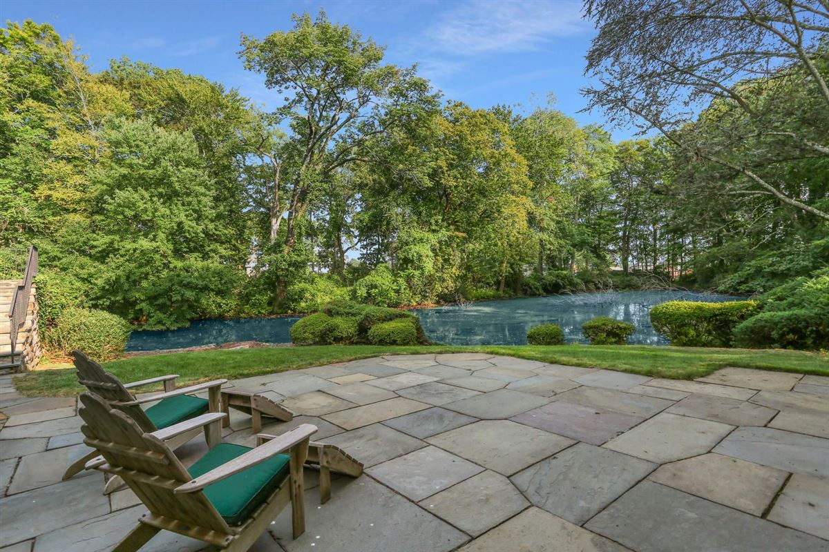 Lakefront in private Indian Harbor Association luxury homes