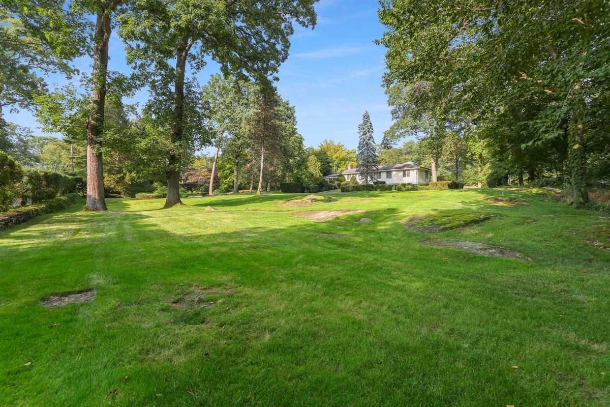 Luxury real estate Lakefront in private Indian Harbor Association