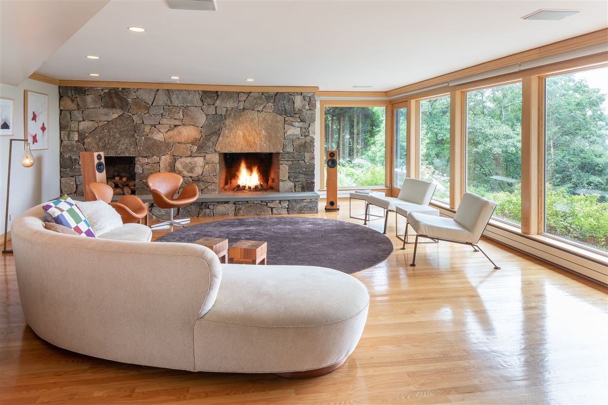 Gorgeous mid-century modern with amazing views luxury homes