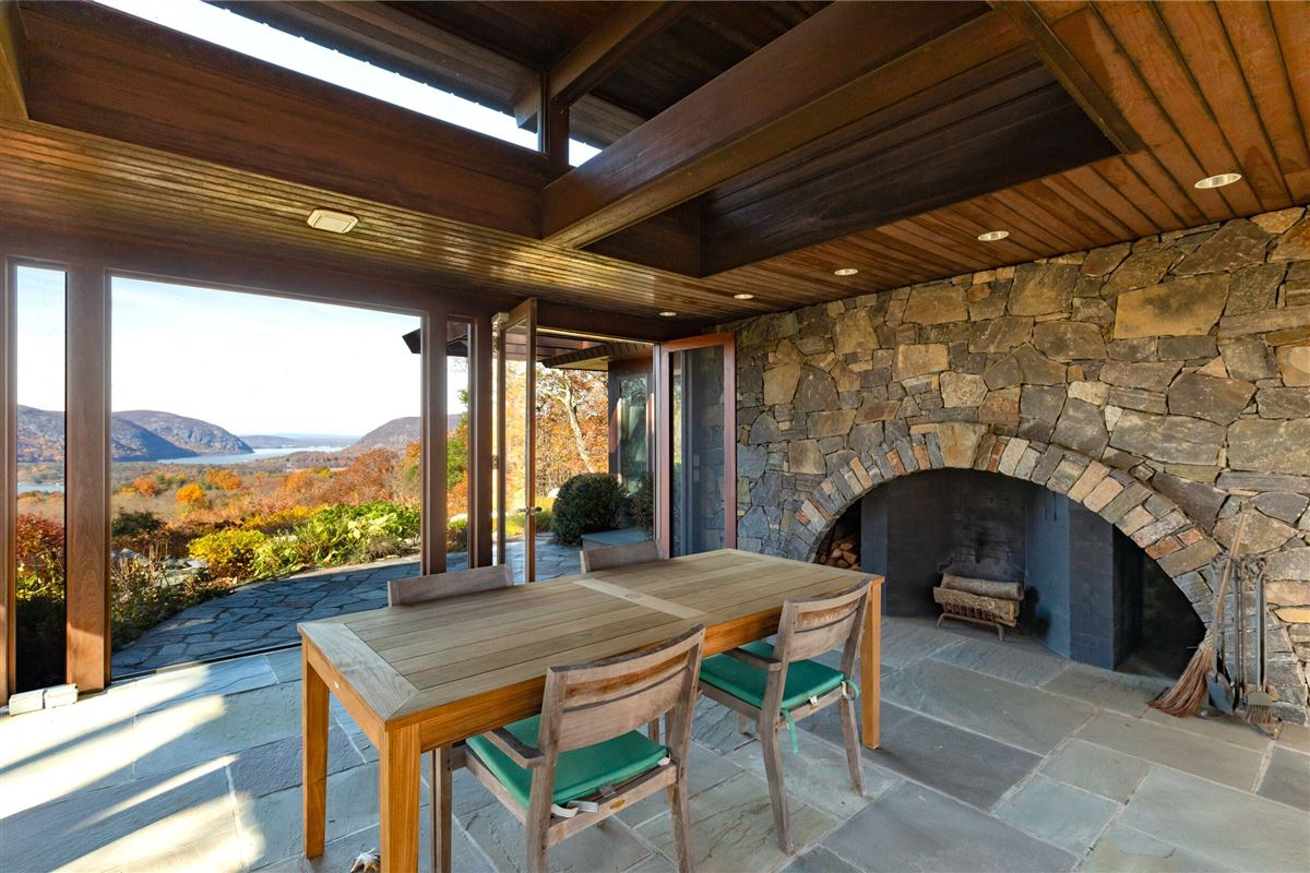 Luxury real estate Gorgeous mid-century modern with amazing views