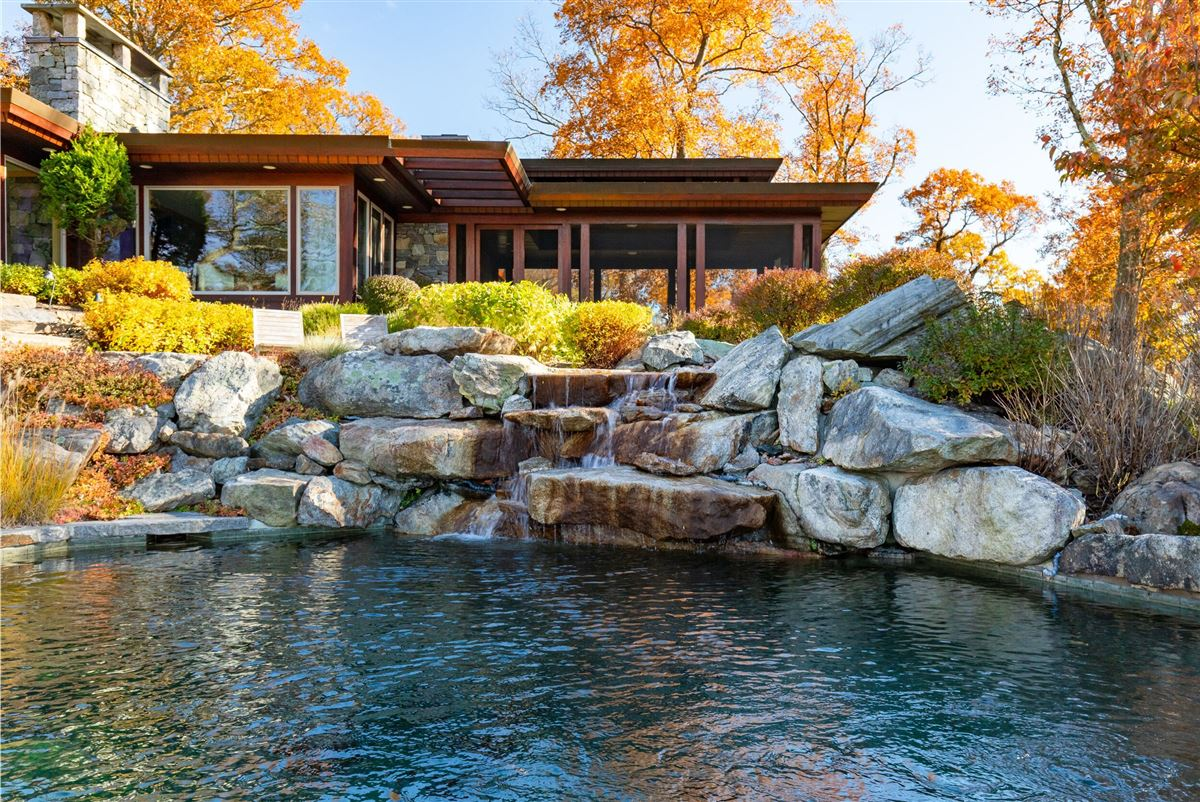 Luxury homes Gorgeous mid-century modern with amazing views