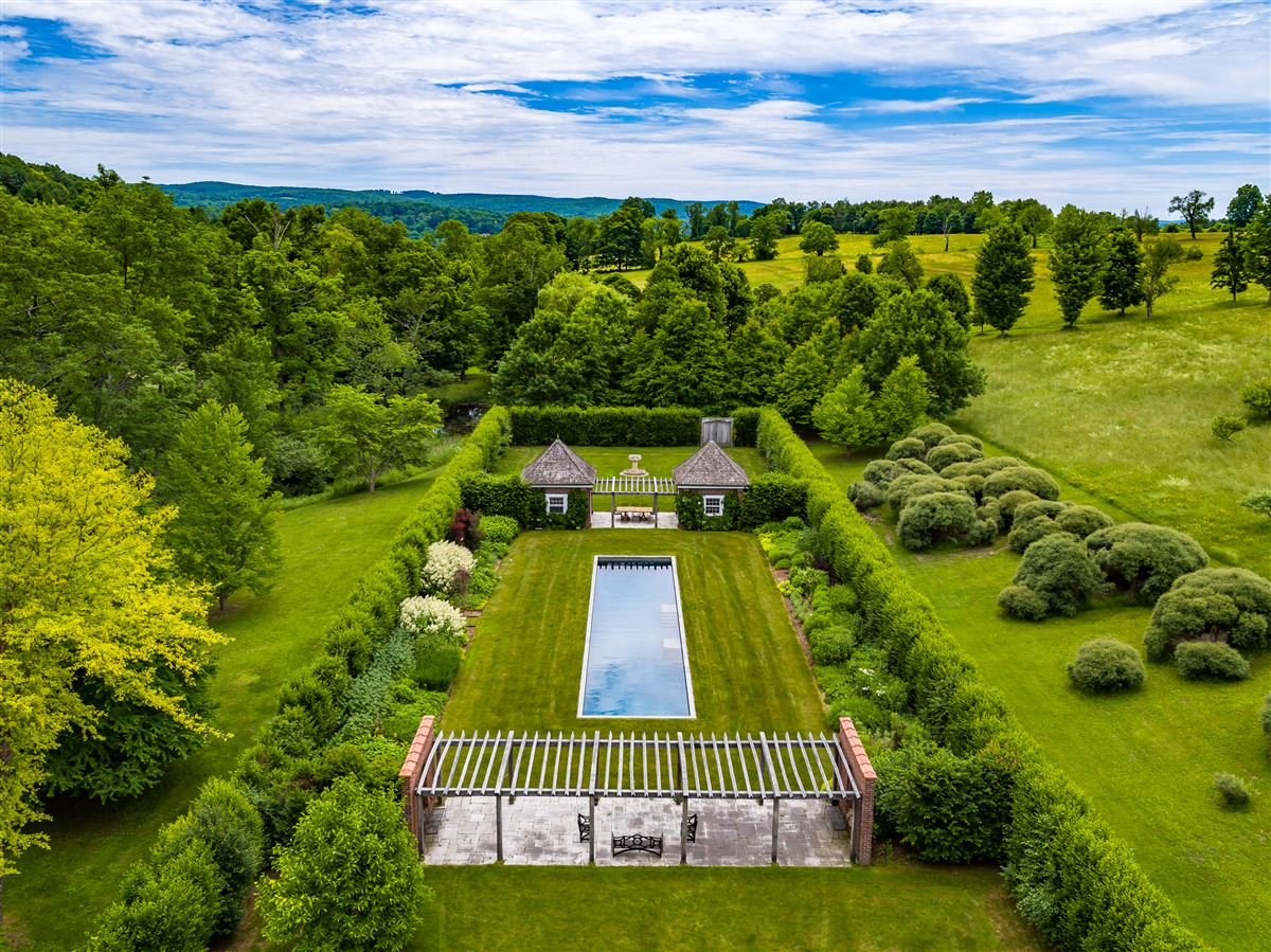 stately Manor House on nearly 400 acres luxury real estate