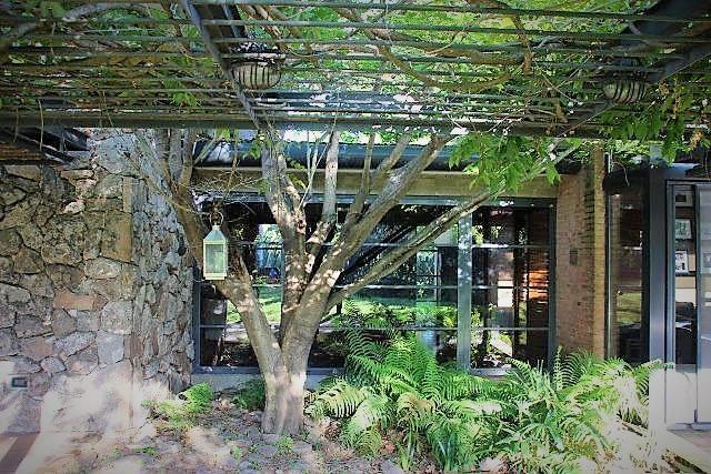 Mansions Magnificent modern sleek residence
