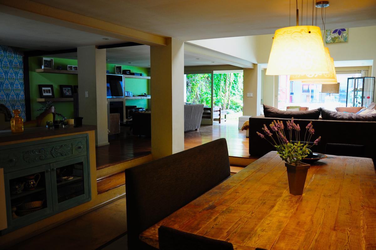 Modern custom built home in Palermo luxury properties