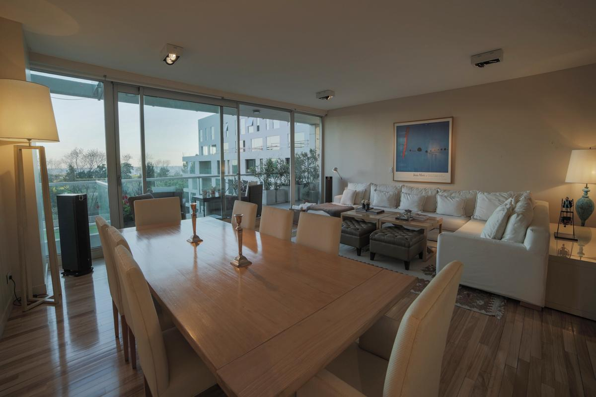 Luxury homes Exclusive apartment in a full-amenities tower