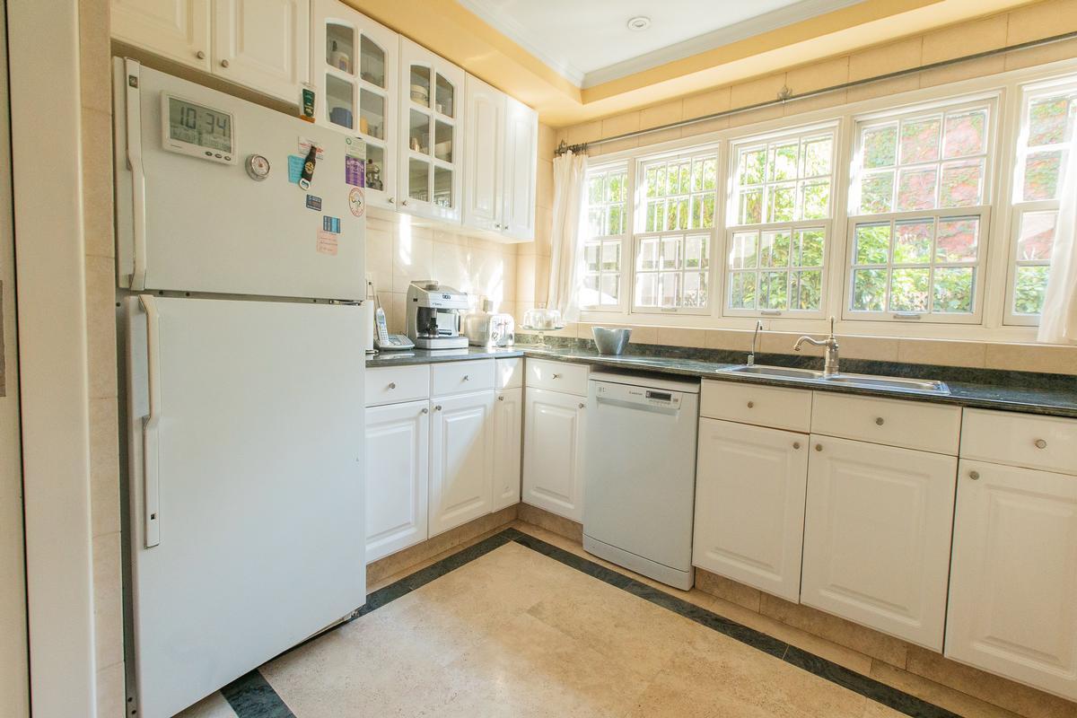 Elegant and seamless house luxury properties