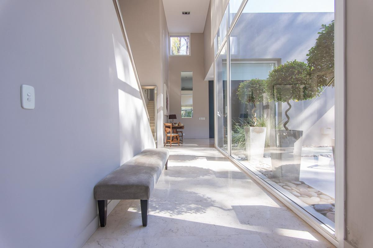 Stunning residence in traditional site luxury properties